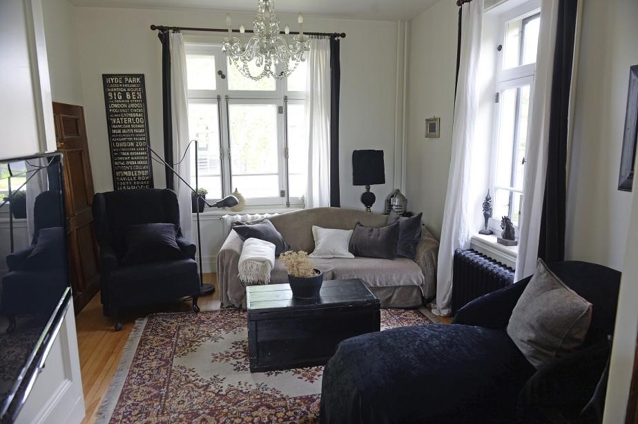 Un espace boudoir invite à la lecture à l'avant de la maison. (Le Soleil, Patrice Laroche)
