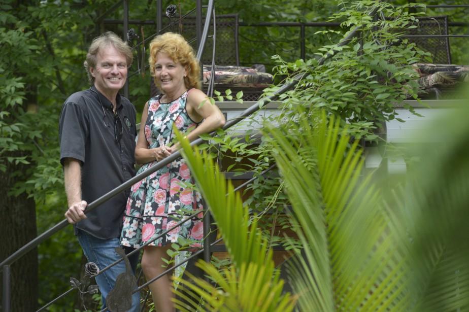 Jack Lavoie et sa femme, Annie Racine, sont aussi associés dans l'entreprise Les Artisans du paysage, qui célèbre ses 40 ans cette année. (Le Soleil, Jean-Marie Villeneuve)