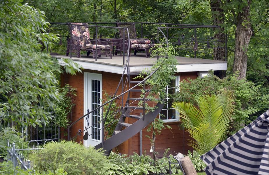 Le cabanon au toit plat est inspiré par le célèbre jardin aménagé par Vita Sackville-West au Château de Sissinghurst, dans le comté de Kent, en Angleterre. (Le Soleil, Jean-Marie Villeneuve)