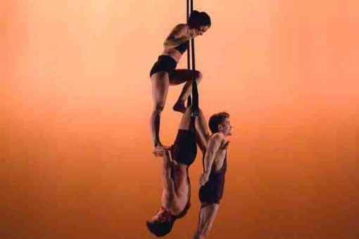 Avec son premier spectacle, Casus Circus réussit à... (Photo fournie par Montréal complètement cirque)