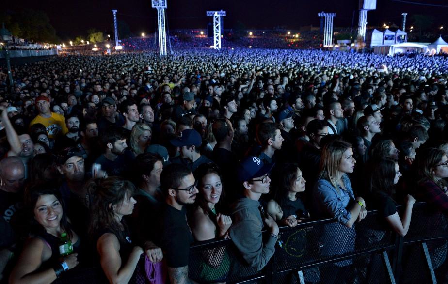 La foule était dense sur les plaines d'Abraham pour voir Red Hot Chili Peppers. (Le Soleil, Pascal Ratthé)