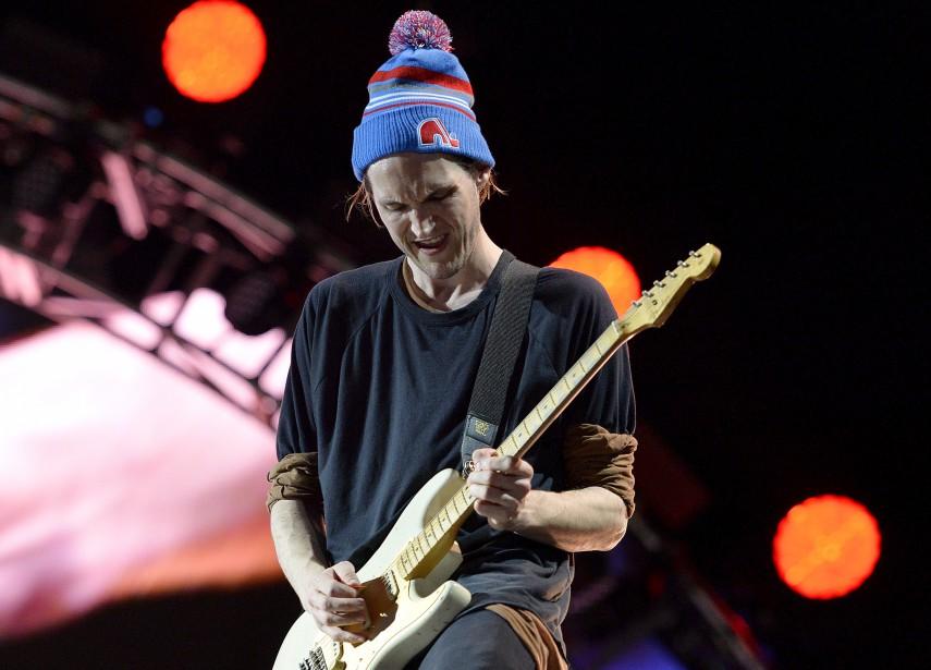 Josh Klinghoffer, le guitariste de Red Hot Chili Peppers, arborant une tuque des Nordiques. (Le Soleil, Pascal Ratthé)