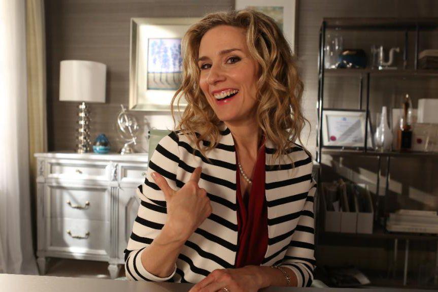Édith Cochrane incarne une psychologue de pacotille dans... (Photo fournie par TV5)
