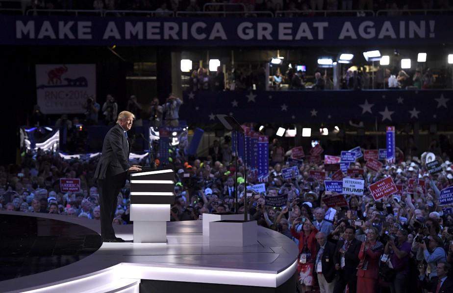 Donald Trump a promis lundi soir à Cleveland la victoire aux républicains lors de la présidentielle du 8 novembre, à l'issue d'une première journée de convention chaotique marquée par la révolte de ses opposants. (AP)