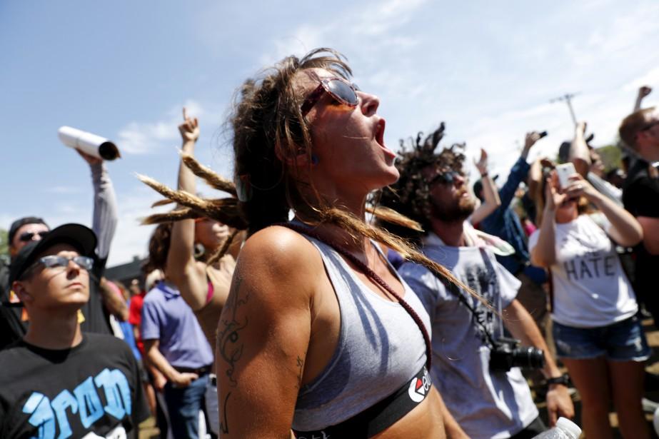De nombreuses manifestations y sont attendues jusqu'à jeudi, mais les premières ont rassemblé pacifiquement quelques centaines de personnes, beaucoup moins que prévu. (AP)
