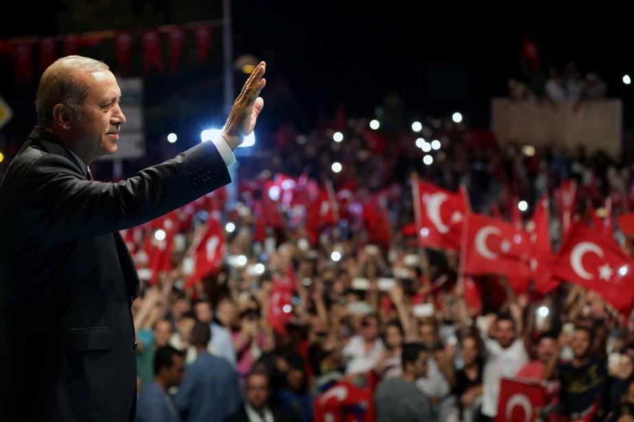 L'éloignement du président turc Recep Tayyip Erdogan, durement... (PHOTO REUTERS)