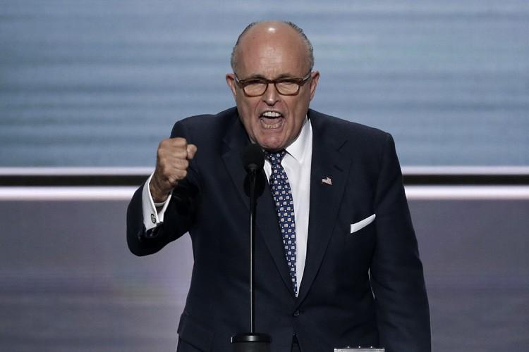Lundi, Rudy Giuliania joué la peur du terrorisme... (PHOTO REUTERS)