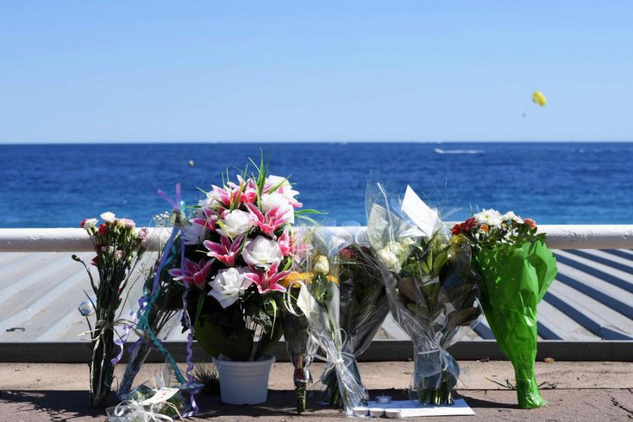Sur la promenade des Anglais, à Nice, un... (PHOTO BORIS HORVAT, AGENCE FRANCE-PRESSE)