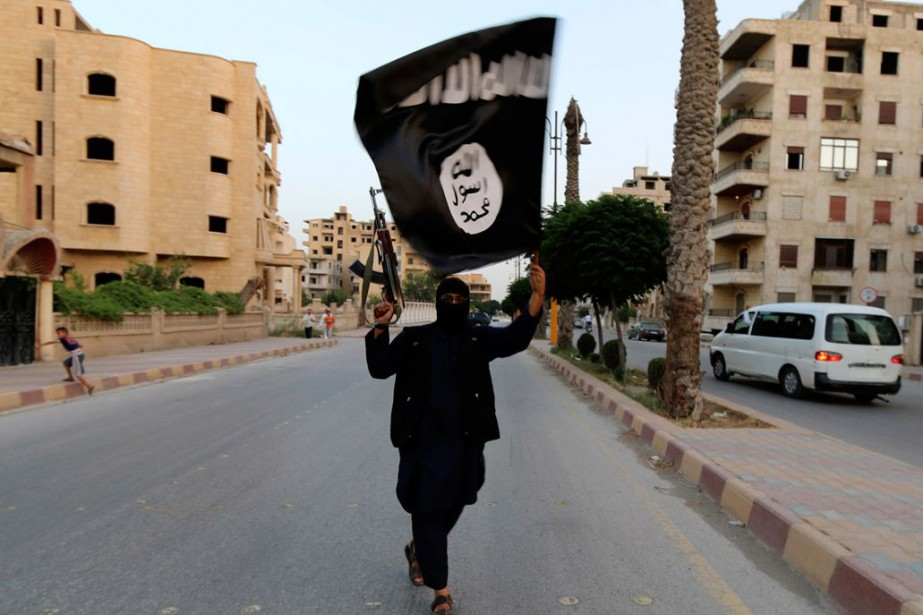 Le drapeau dugroupe État islamique... (PHOTO ARCHIVES REUTERS)
