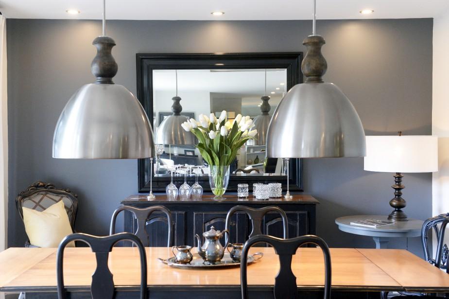 Les chaises et le buffet de la salle à manger de style Queen Ann sont flambant neufs. (Le Soleil, Jean-Marie Villeneuve)