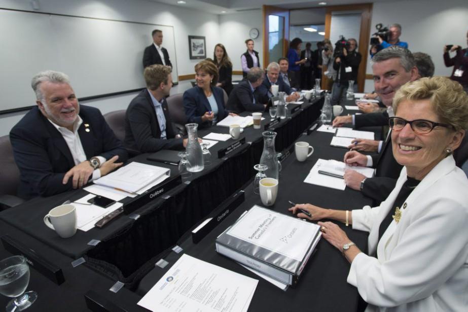 Les premiers ministres des provinces et territoires en... (PHOTO JONATHAN HAYWARD, PC)