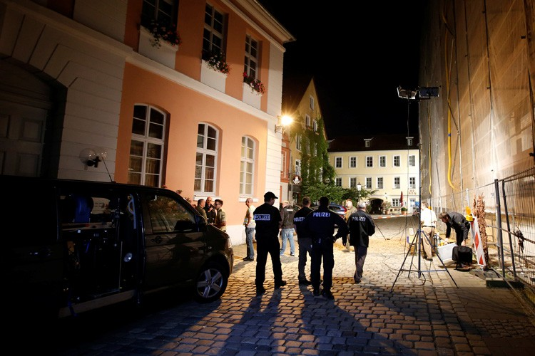 La bombe a détonné peu après vers 22h00... (PHOTO REUTERS)