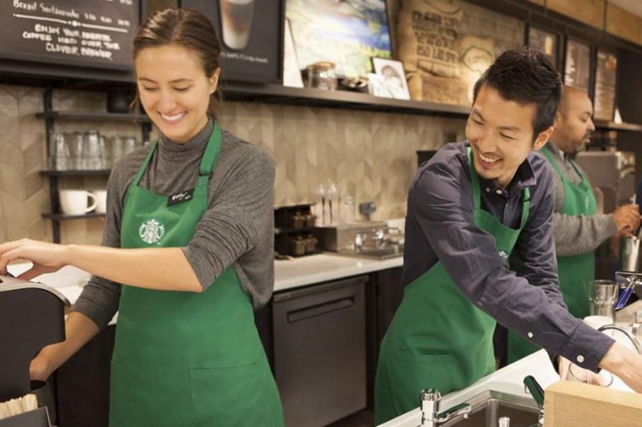 Les employés au Canada peuvent désormais porter robes,... (PHOTO PC/STARBUCKS)