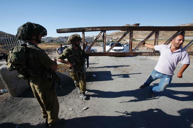 Les soldats israéliens ont rouvert l'accès au camp... (AFP)