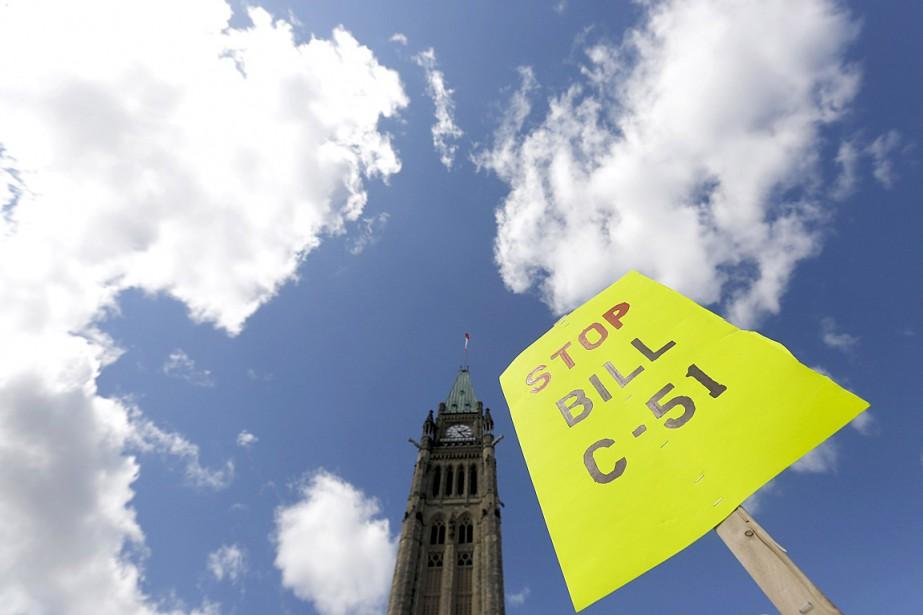 Des gens ont manifesté contrela loi antiterroriste C-51... (Photo Chris Wattie, archives Reuters)
