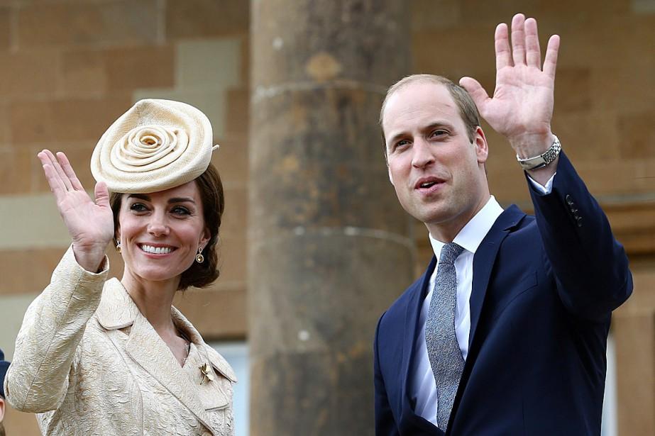 Le prince William et son épouse Kate, photographiés... (Photo Brian Lawless, PA via AP)