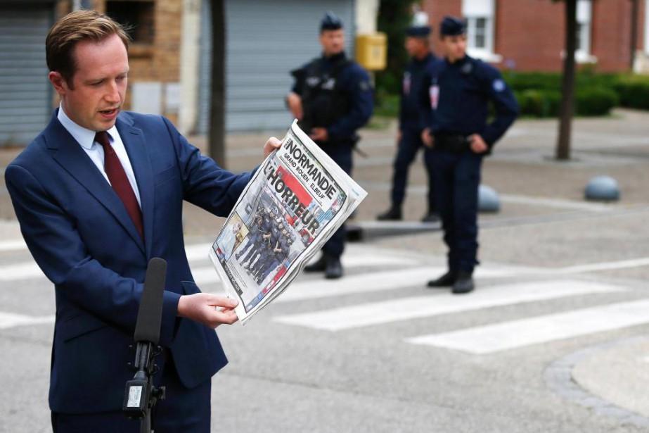 Au lendemain de l'assassinat du père Jacques Hamel,... (Photo CHARLY TRIBALLEAU, AFP)