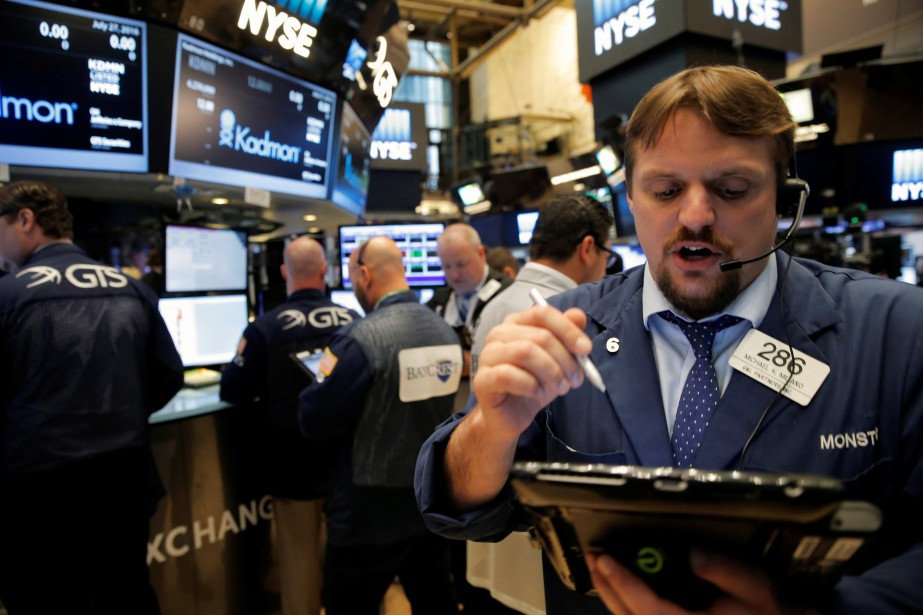Jeudi matin, la Bourse semblait partie pour une... (PHOTO BRENDAN MCDERMID, REUTERS)