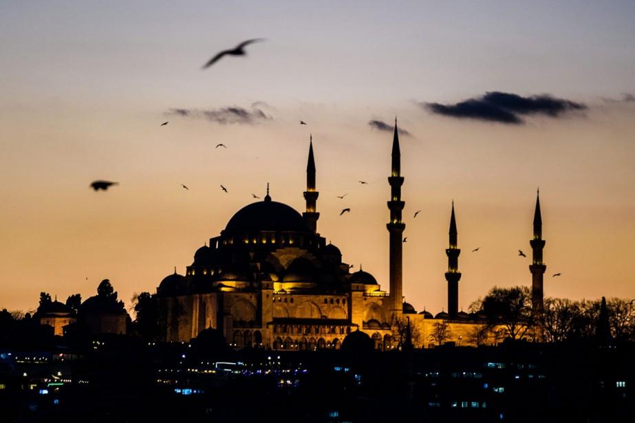 Les arrivées de touristes étrangers ont chuté de 40% en... (PHOTO ARCHIVES AFP)