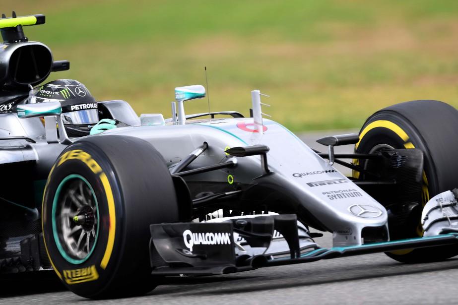 Nico Rosberg lors de la 2e séance d'essais... (Photo AFP)