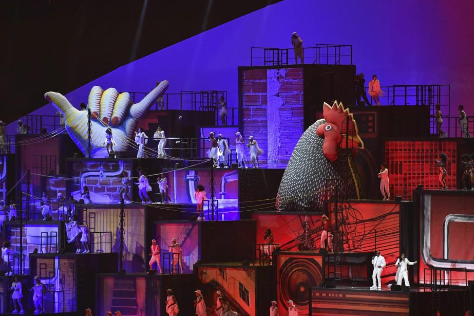 Le spectacle se voulait l'évocation des étapes marquantes de l'histoire du Brésil. (AFP, Fabrice COFFRINI)