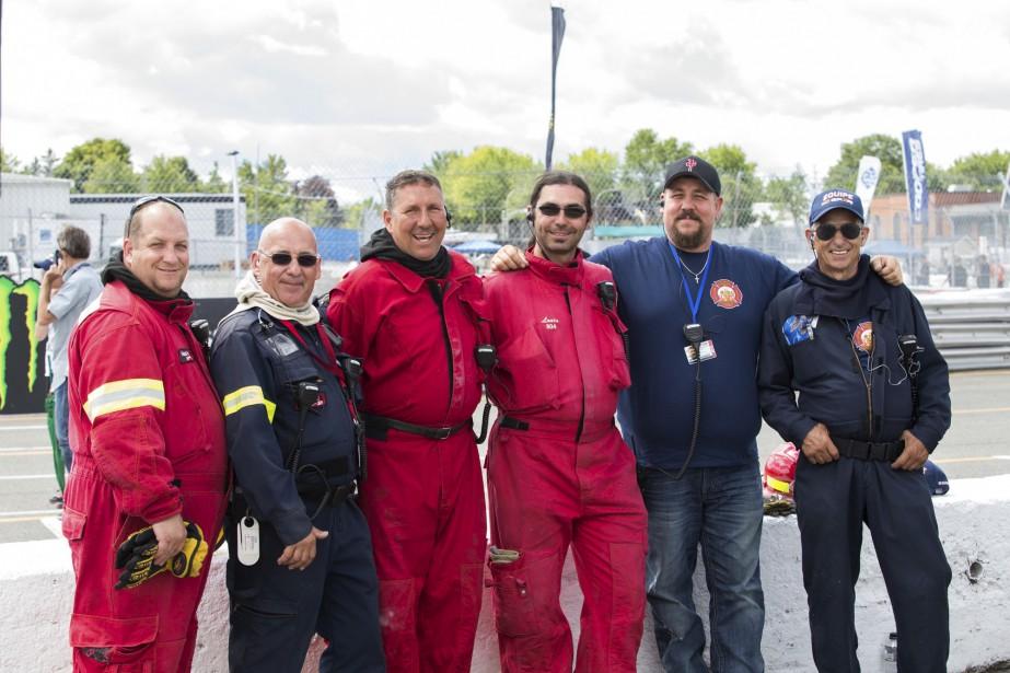 Voici les gens du service d'incendie dans les puits, qui veillent à la sécurité des pilotes. De gauche droite: Martin Montembeault, Yvon Potvin, Yvon Gagnon, Louis Tiffault, Denis Potvin et Gilles Potvin. | 7 août 2016