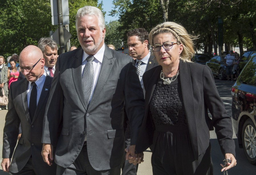 Le premier ministre du Québec, Philippe Couillard, et sa femme,Suzanne Pilote (La Presse Canadienne, Paul Chiasson)