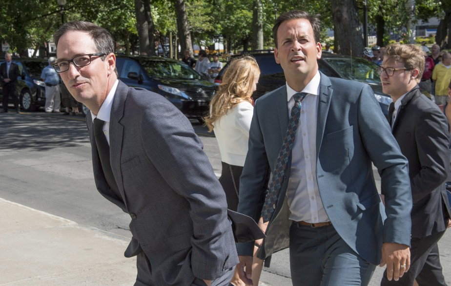 L'ancien député péquiste, Stéphane Bédard, et le candidat à la chefferie du PQ, le député Alexandre Cloutier (La Presse Canadienne, Paul Chiasson)