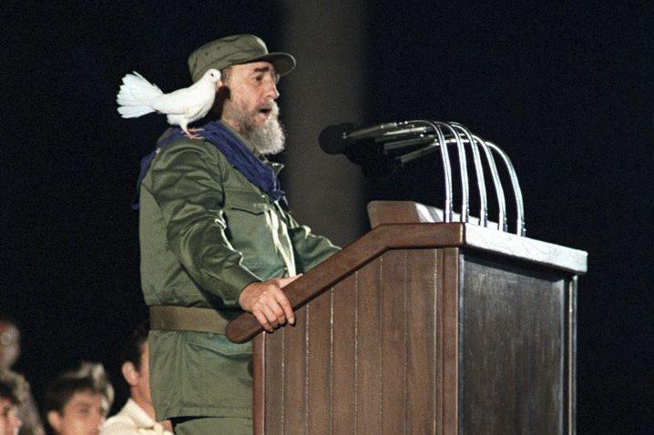Fidel Castro lors d'un discours pour le 30e... (PHOTO ARCHIVES AFP)