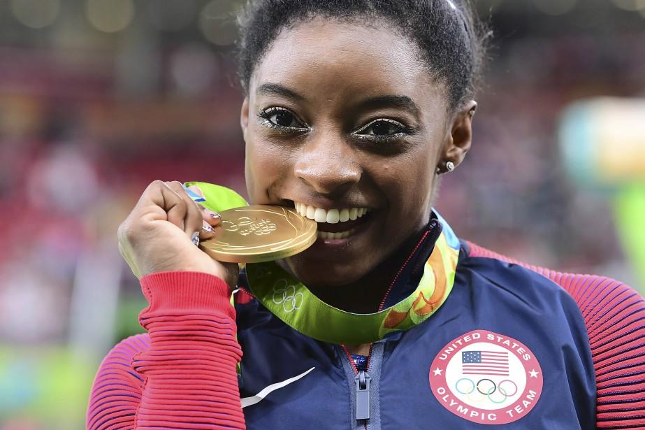 La gymnaste quadruple médaillée d'or olympique Simone... (PHOTO ARCHIVES AFP)