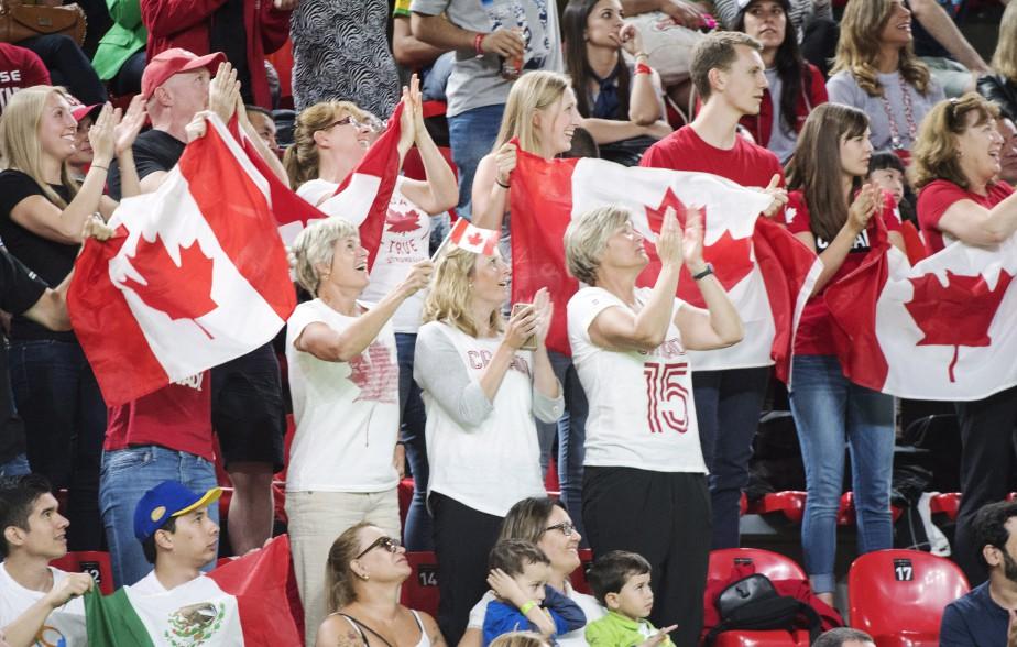 Plusieurs supporteurs canadiens étaient dans les gradins. (Photo Ryan Remiorz, PC)