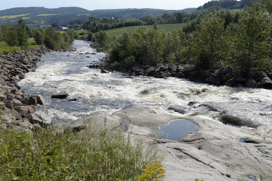 La Ferme Bergeron (aujourd'hui) / Des étangs et des sentiers ont été aménagés sur les berges de la rivière Ha! Ha! dans le secteur de la ferme Bergeron, près du chemin Saint-Jean, où tout n'était qu'une «mer de sable et de roches». Le secteur a été remblayé avec un terreau créé à partir d'un mélange de boues de l'usine de Stone-Consolidated, de matériel sableux fourni par Alcan et de copeaux de la Scierie Saguenay. (Archives Le Progrès-Dimanche, Jeannot Lévesque)