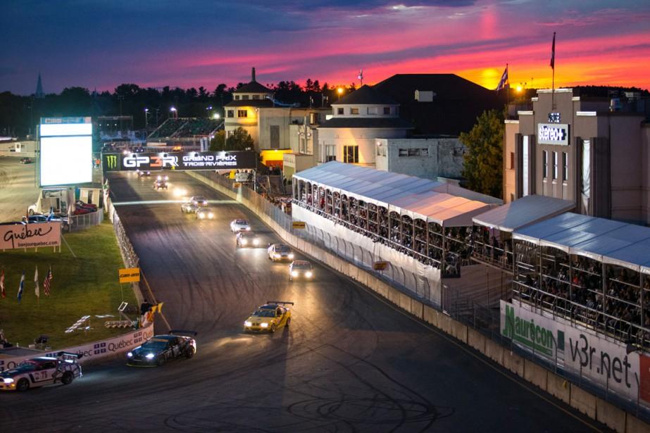 La course du Championnat canadien de voitures de tourisme (CTCC) s'est déroulée vendredi soir. Elle offre toujours un panorama particulier car l'épreuve a lieu à la tombée du jour. | 14 août 2016