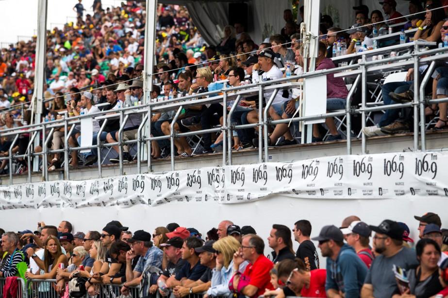 Les spectateurs ont afflué vers le site du Grand Prix dimanche, même si les sièges dans les gradins n'étaient pas tous occupés. | 14 août 2016