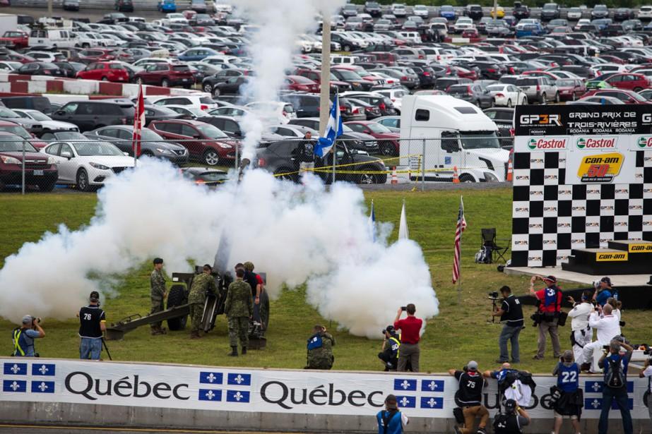Les cérémonies protocolaires de la série NASCAR ont mis en vedette les Forces armées canadiennes. | 14 août 2016