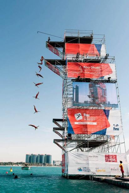 On voit ici un montage de photographies prises en rafale où Lysanne Richard effectue son mouvement de base, un double avant carpé avec demi-tour, lors la Coupe du monde de la FINA, en février, à Abu Dhabi, où elle a remporté l'or. (Photo courtoisie, fina)