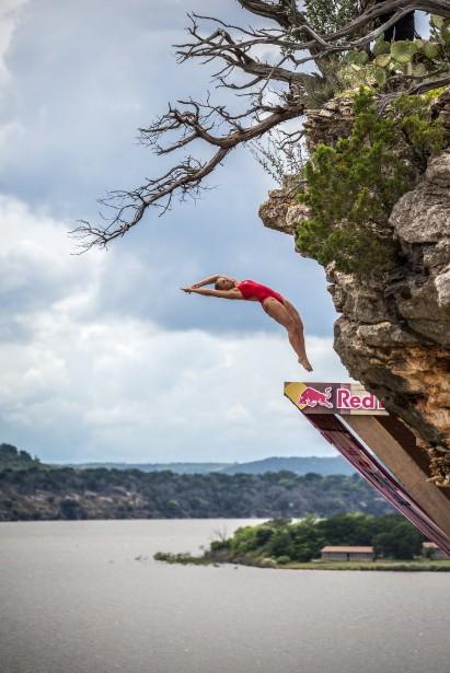 Un plongeur de haut vol peut atteindre une vitesse de 80 km/h lors de ses plongeons qui durent trois secondes chacun. La compétition Red Bull ici se déroulait, au Texas. (Photo courtoisie, Redbull content pool, photo romina amato)