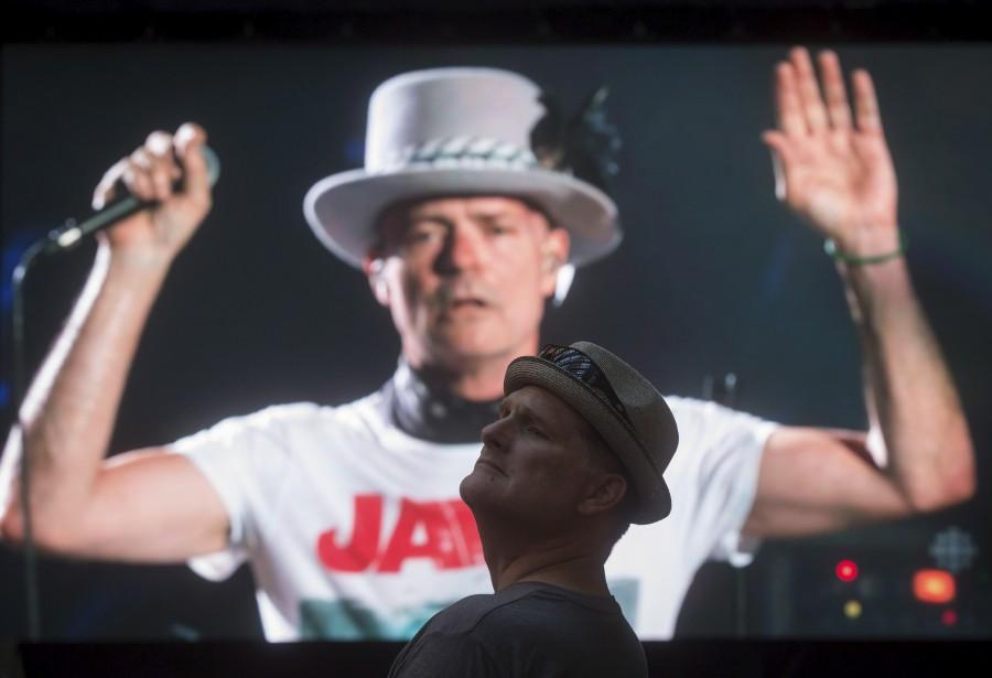 Gord Downie lors du spectacle d'adieu du groupe... (PHOTO ARCHIVES LA PRESSE CANADIENNE)