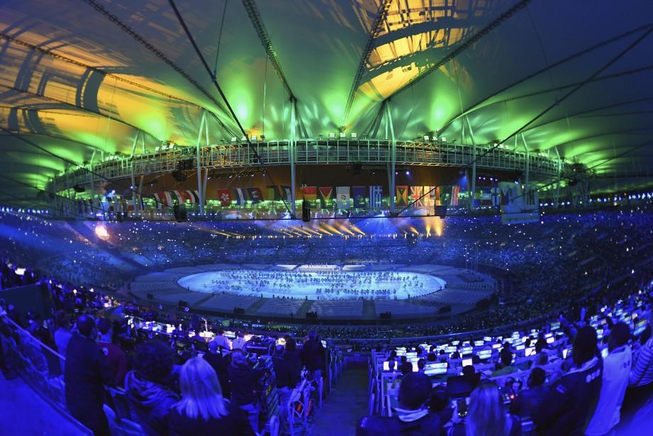 Grand carnaval au stade Maracana pour la fin des Jeux olympiques de Rio. (AFP, Eric FEFERBERG)