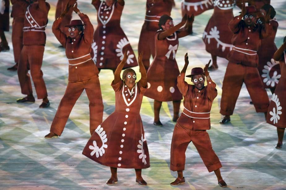 Grand carnaval au stade Maracana pour la fin des Jeux olympiques de Rio. (AFP, Fabrice COFFRINI)