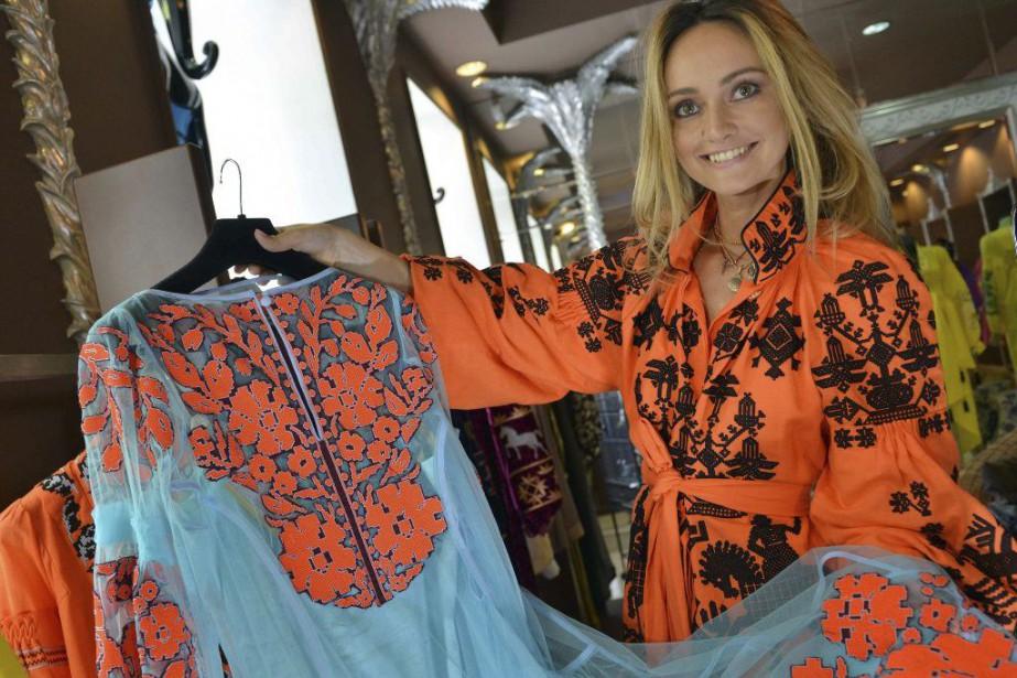 Ukrainienne Brodée À Mode Conquête La Chemise De redxBCoW