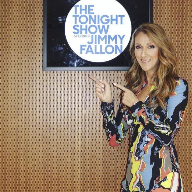 Céline dansun ensembleVersace, avantl'enregistrementdu <i>Tonight show</i> (Tirée du Facebook de Céline)