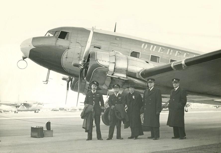 Au début des années 50, deux compagnies aériennes, Québecair et Canadien Pacifique, opèrent à partir de YQB. Dès 1947, Air Rimouski qui deviendra Québecair en 1953, dessert Québec avec des appareils Douglas DC-3 pouvant accueillir 21 passagers. #YQB75 (Photo fournie par l'Aéroport international Jean-Lesage de Québec)