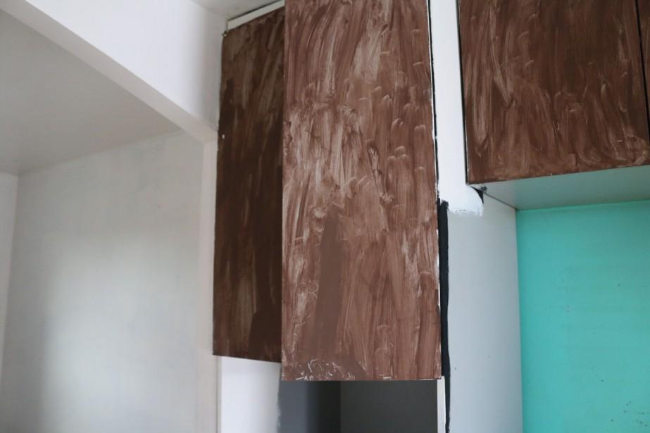 La locataire a décidé de peindre les armoires à sa façon. (Audrey Tremblay, Le Nouvelliste)