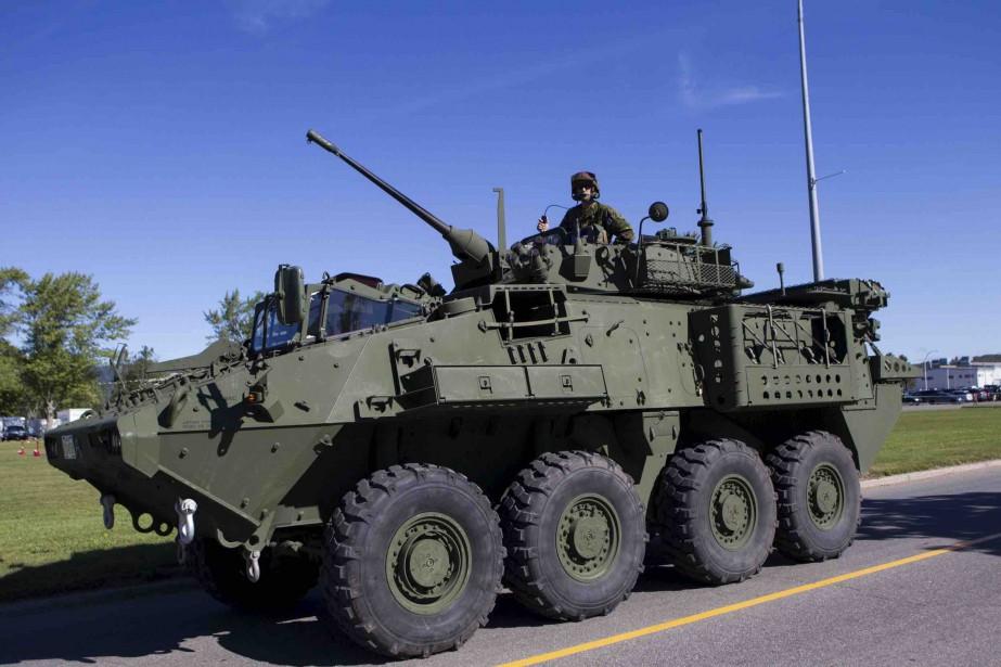 Les visiteurs ont pu échanger avec des militaires et voir les équipements. (Le Soleil, Caroline Grégoire)
