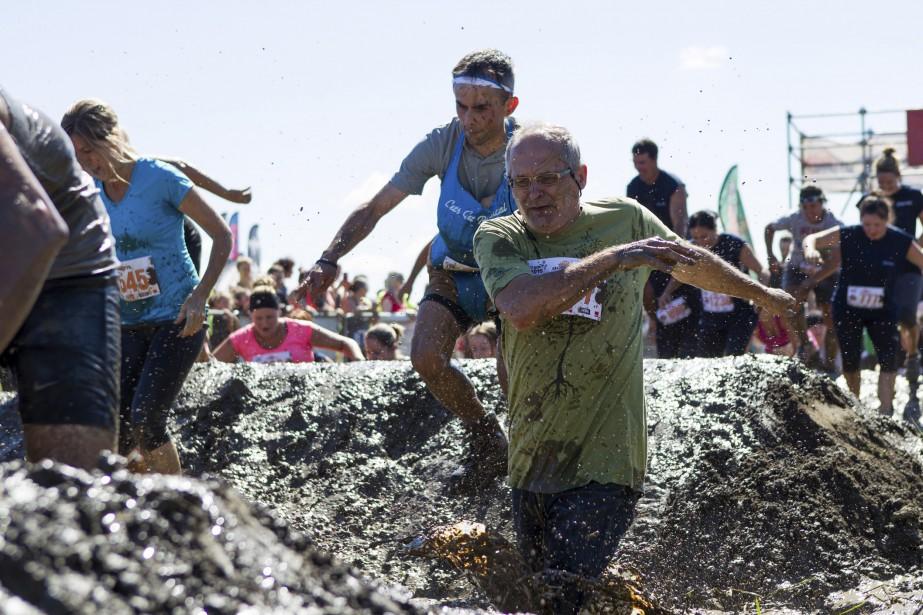 Petits et grands ont pataugé avec plaisir dans la boue. (Le Soleil, Caroline Grégoire)