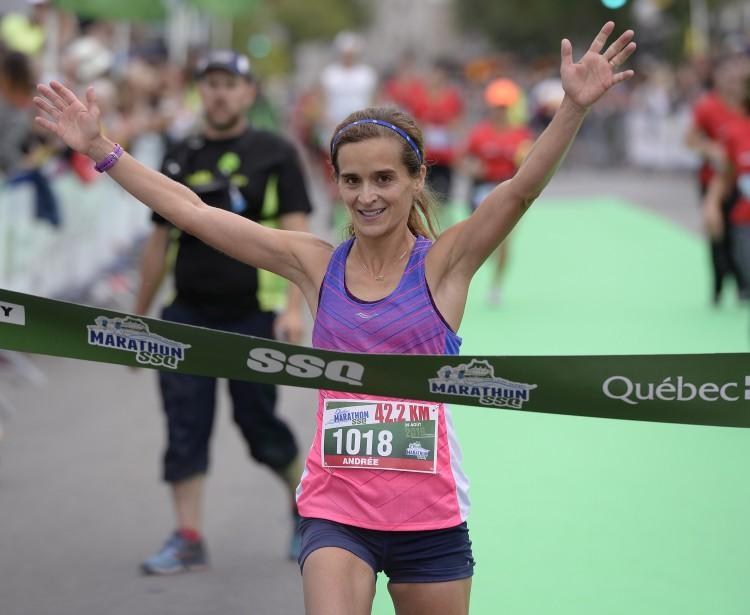 Andrée Paquet, de Sainte-Julie, est arrivée première chez les femmes au marathon (42,2km), et septième au total, avec un temps de 02:50:41.7. (Le Soleil, Yan Doublet)