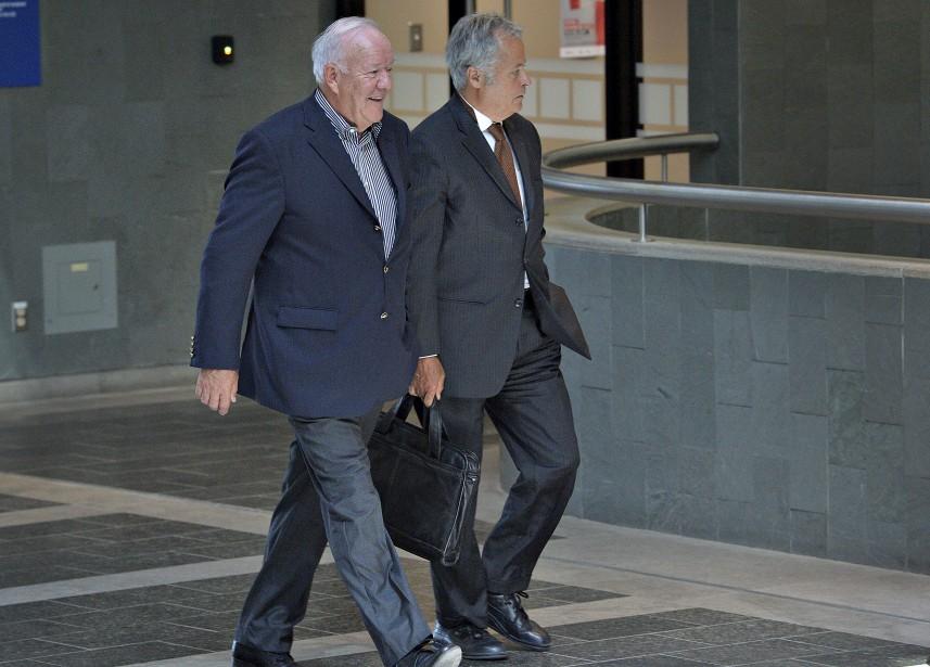 Marc-Yvan Côté (à gauche),et Me Jacques Larochelle, au palais de justice de Québec, le 29 août (Le Soleil, Patrice Laroche)