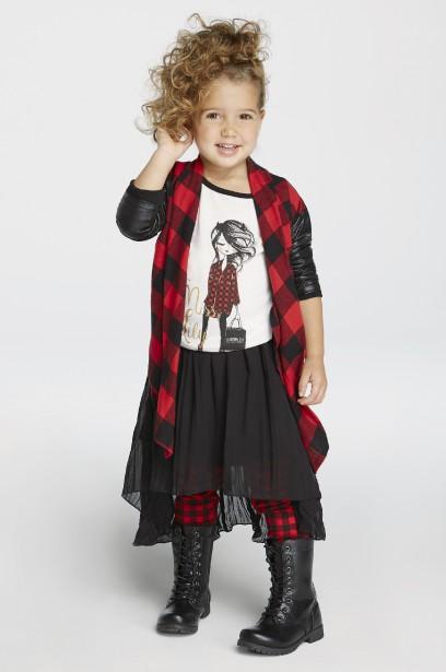 Airoldi pour fillettes à l'Aubainerie : tunique (19,98 $), pantalon legging (16,98 $), jupe (19,98 $), veste (24,98 $) (Anthony Turano, FH Studio)
