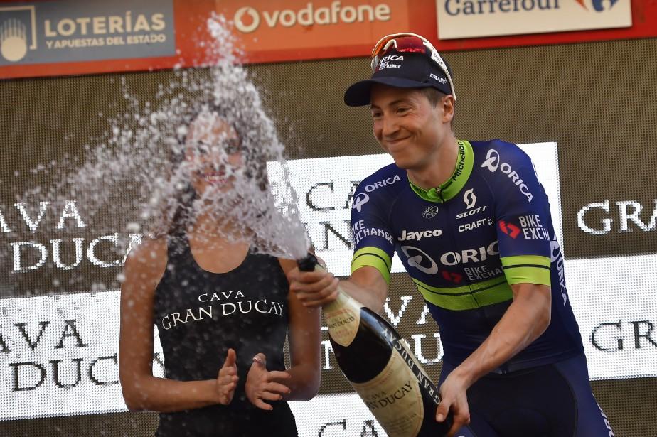 Le Belge Jens Keukeleire a sabré le champagne... (Photo Alvaro Barrientos, AP)